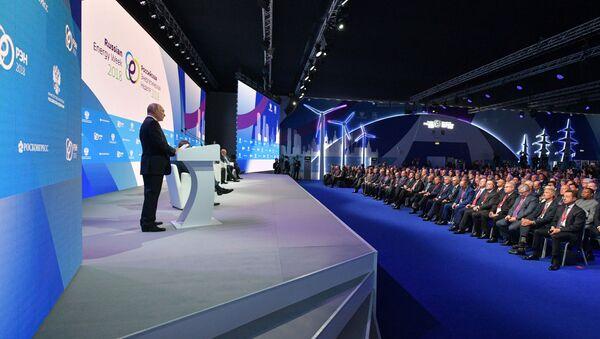 Президент РФ В. Путин принял участие в международном форуме Российская энергетическая неделя - Sputnik Беларусь