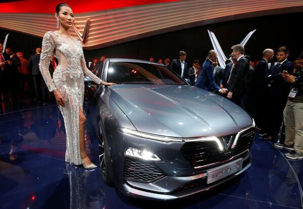 Презентация VinFast Lux A2.0 на открытии международного автосалона Mondial de l'Automobile в Париже - Sputnik Беларусь