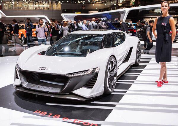 Презентация новой модели электрического кроссовера Audi E-Tron PB18 Quattro на открытии международного автосалона Mondial de l'Automobile в Париже - Sputnik Беларусь