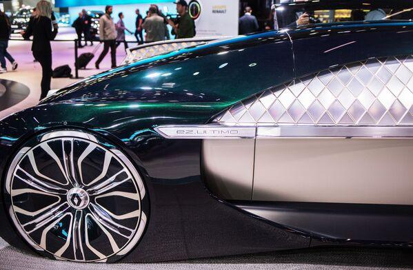 Презентация новой концептуальной модели RENAULT EZ-Ultimo на открытии международного автосалона Mondial de l'Automobile в Париже - Sputnik Беларусь