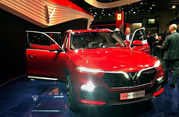 Презентация модели Vinfast на открытии международного автосалона Mondial de l'Automobile в Париже  - Sputnik Беларусь