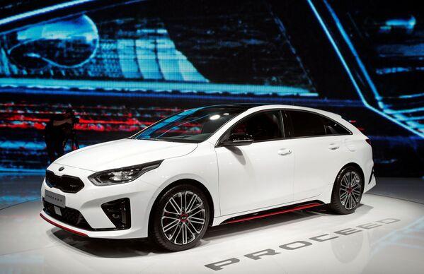 Презентация KIA Proceed на открытии международного автосалона Mondial de l'Automobile в Париже - Sputnik Беларусь
