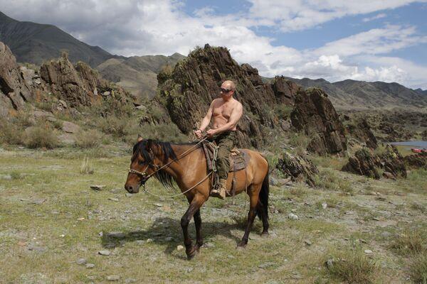 3 августа 2009 года. Председатель правительства РФ Владимир Путин на отдыхе в Республике Тыва. - Sputnik Беларусь