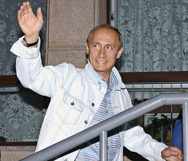 29 августа 2003 года. Президент РФ Владимир Путин во время краткосрочного отпуска в Алтайском крае посетил горно-лыжный комплекс в Белокурихе. - Sputnik Беларусь