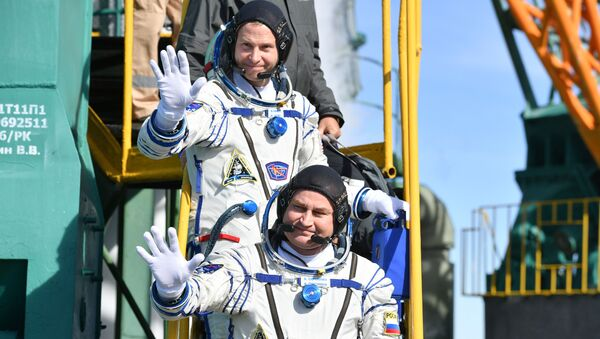 Аляксей Аўчынін і Нік Хейг перад стартам з Байканура - Sputnik Беларусь
