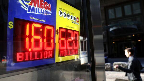 Дисплей с джекпотом лотереи в Нью-Йорке - Sputnik Беларусь