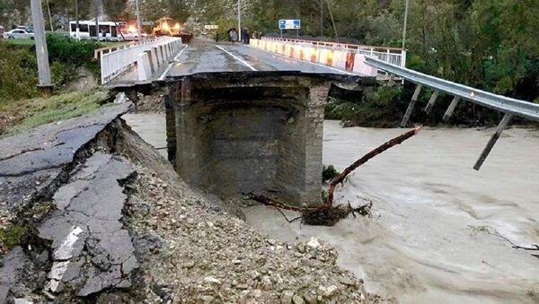 Обвал моста на трассе, ведущей в Сочи - Sputnik Беларусь