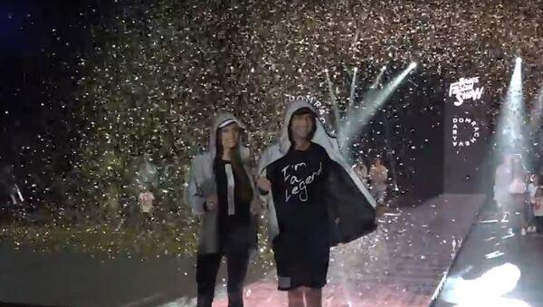 Показ модной коллекции от Дарьи Домрачевой, видео - Sputnik Беларусь