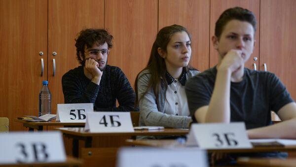Ученики, сдающие тесты - Sputnik Беларусь