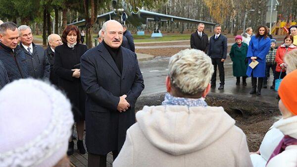 Лукашэнка ў дзяцінстве вельмі любіў марозіва: з'ядаў за раз 10-12 пачкаў - Sputnik Беларусь