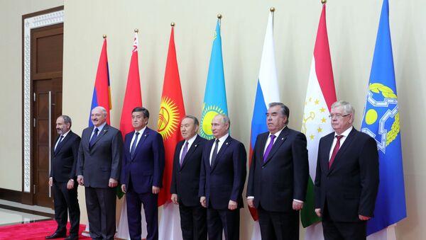 Главы делегаций государств-членов ОДКБ во Дворце независимости в Астане - Sputnik Беларусь