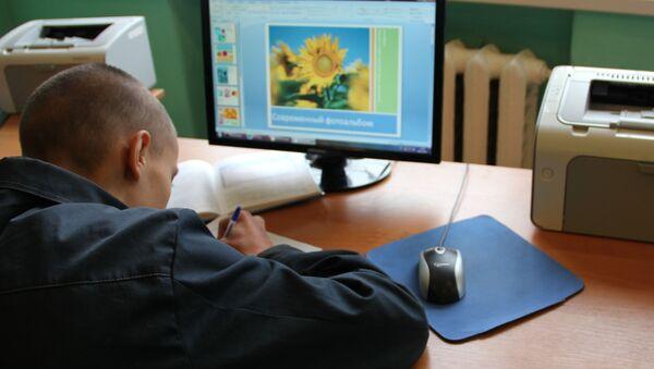 Занятия, уроки, оценки - все как в обычной школе. Только компьютеры не подключены к интернету - Sputnik Беларусь