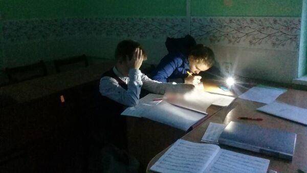 Занятия в школе с фонариками - Sputnik Беларусь