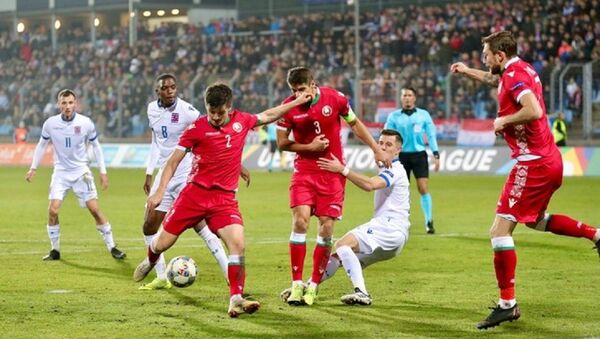 Момент матча между сборными Беларуси и Люксембурга - Sputnik Беларусь