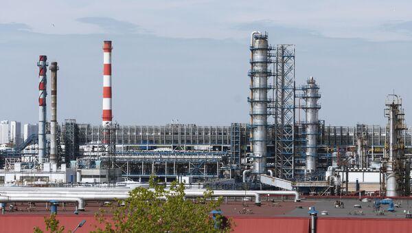 Московский НПЗ остановил прием нефти из-за нештатной ситуации - Sputnik Беларусь
