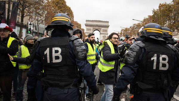 Акция протестов автомобилистов желтые жилеты в Париже  - Sputnik Беларусь
