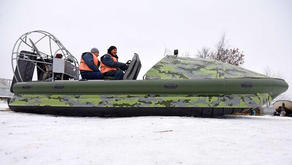 Гомельские спасатели оседлали Пиранью - Sputnik Беларусь