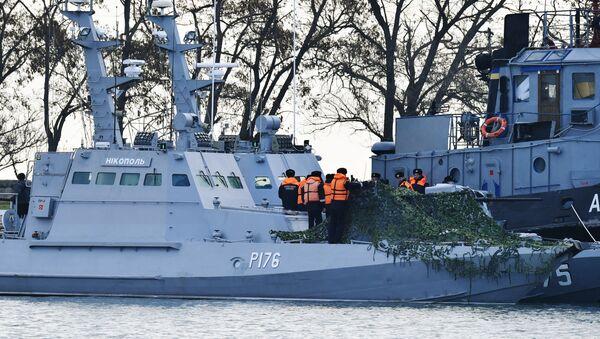 Задержанные украинские корабли доставлены в порт Керчи - Sputnik Беларусь