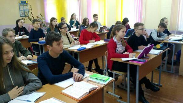 Ученики СШ №4 Осиповичей за партами в районной гимназии  - Sputnik Беларусь