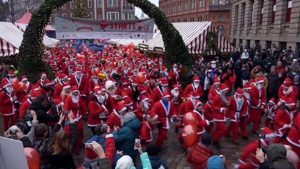 Видеофакт: забег Санта-Клаусов в Риге принес тысячи евро больным детям - Sputnik Беларусь