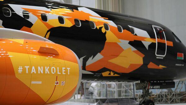 C зубрам на правым баку - новы Танкалёт прыляцеў у Мінск - Sputnik Беларусь