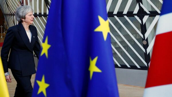 Премьер-министр Великобритании Тереза Мэй покидает зал заседаний лидеров стран ЕС - Sputnik Беларусь