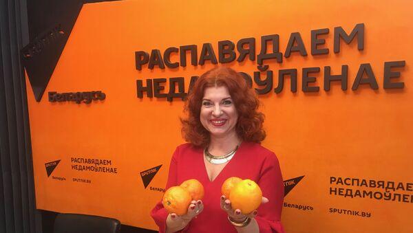 Осмоловская: подарите любимому в Новый год эротический массаж мандаринами - Sputnik Беларусь