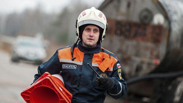 Сотрудник МЧС России - Sputnik Беларусь