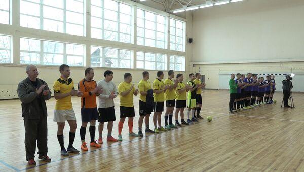 Сотрудники МВД и бывшие наркозависимые сыграли в одной команде в футбольном матче - Sputnik Беларусь