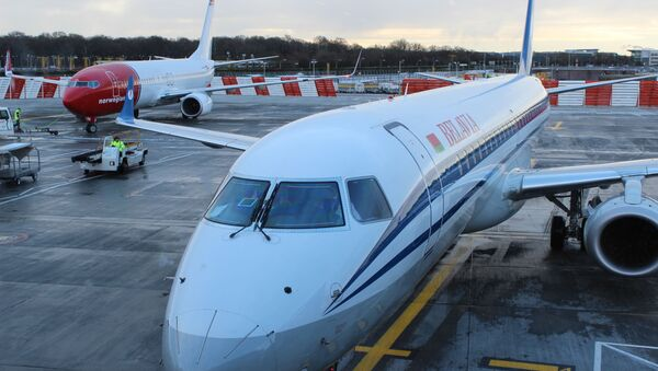Самолет авиакомпании Белавиа в лоднонском аэропорту Гатвик - Sputnik Беларусь