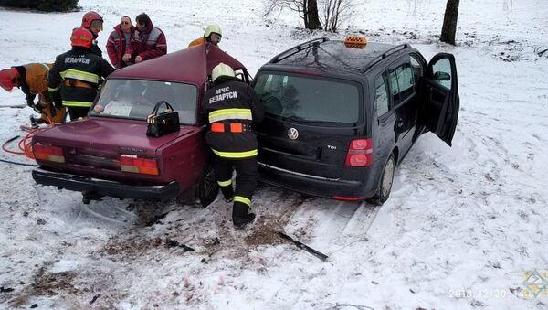 Авария с участием такси в Узденском районе - Sputnik Беларусь