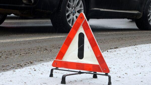 Знак аварийной остановки на дороге - Sputnik Беларусь