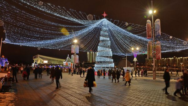 Навагодняя ёлка каля Палаца спорту - Sputnik Беларусь