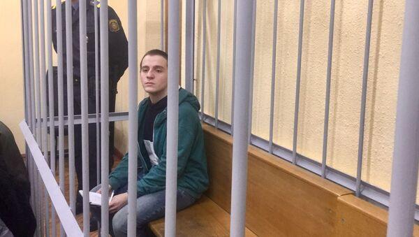 Обвиняемый Антон Бецун в зале суда - Sputnik Беларусь
