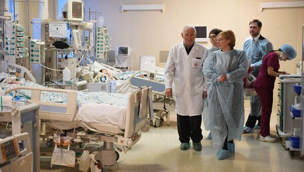 10-месячный Ваня Фокин находится  под круглосуточным наблюдением ведущих специалистов московского НИИ неотложной детской хирургии и травматологии  - Sputnik Беларусь