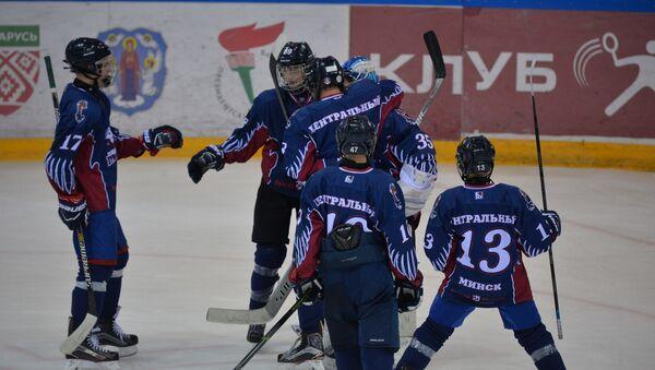 Мікалай Лукашэнка з Грыфонамі праз два гады выйграў Залатую шайбу - Sputnik Беларусь