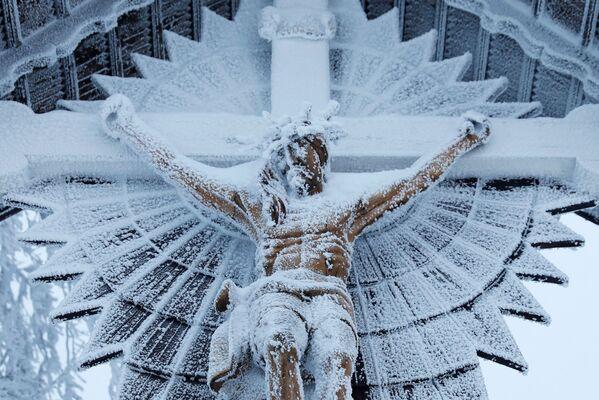 Статуя Ісуса ў польскім Шчырке каля Бельска-Бяла. - Sputnik Беларусь