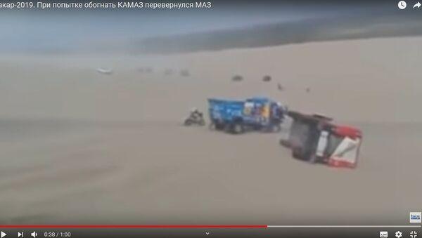 Видеофакт: переворот Вязовича, на полном ходу обогнавшего КамАЗ - Sputnik Беларусь