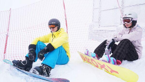 Отдыхающие сноубордисты - Sputnik Беларусь