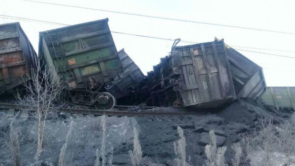 Транссиб перекрыли из-за крушения 30 вагонов с углем - Sputnik Беларусь