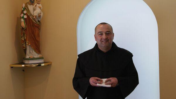 Настоятель монастыря Кармелитов Босых в Мяделе отец Юрий Кулай - Sputnik Беларусь