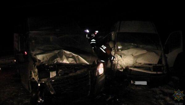Спасатели на месте ДТП в Лидском районе - Sputnik Беларусь