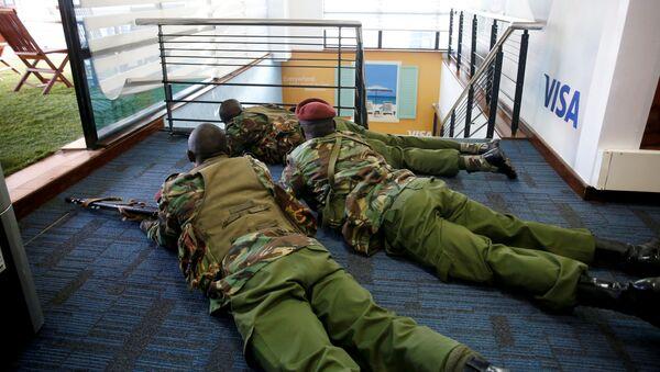 Кенийские полицейские в ходе операции по ликвидации террористов - Sputnik Беларусь