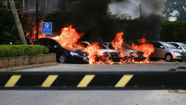 Горящие автомобили у отеля Dusit в Найроби - Sputnik Беларусь