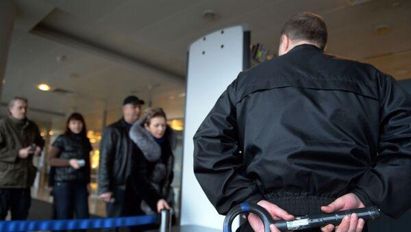 Проверка пассажиров и багажа в аэропорту Шереметьево - Sputnik Беларусь