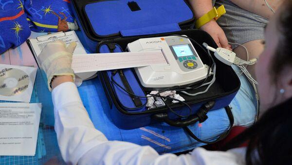 Кардиограмма пациента не внушает фельдшеру серьезных опасений – госпитализации не требуется - Sputnik Беларусь