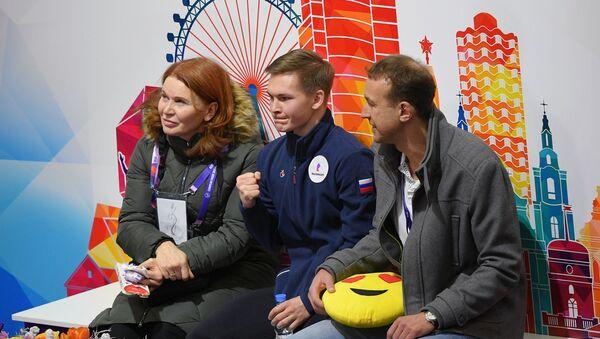 Михаил Коляда (в центре) - Sputnik Беларусь