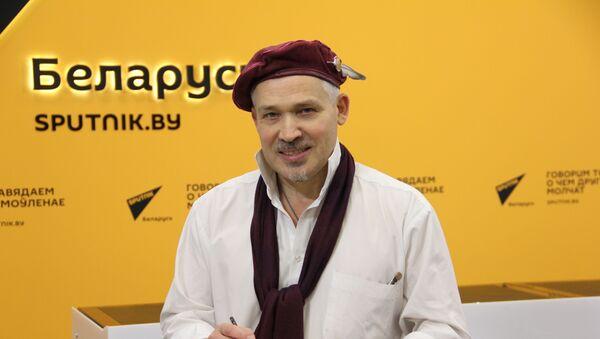 Минский художник Михаил Шабалин уже 30 лет рисует шаржи - Sputnik Беларусь