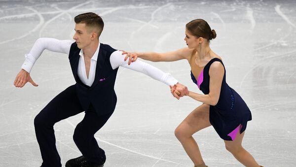Белорусские фигуристы Анна Кубликова и Юрий Гулицкий - Sputnik Беларусь