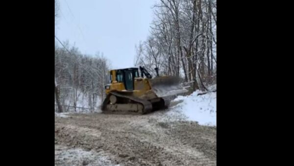 Видеофакт: водитель бульдозера решил развлечься и устроил дрифт - Sputnik Беларусь